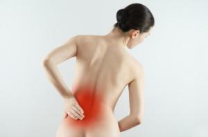 Εικόνα με γυναίκα που πονά στη μέση